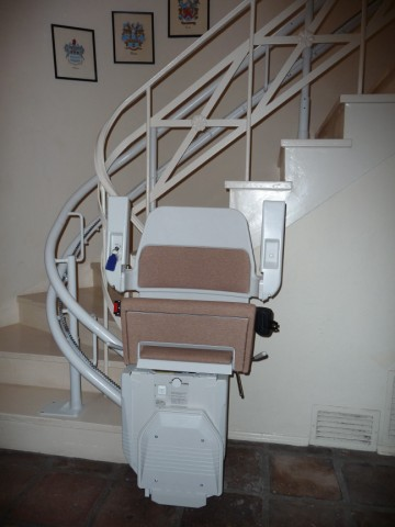 Perfect fit to a tight staircase with the Stannah 260 stair lift